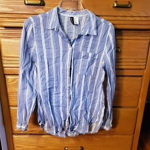 Womens size 6 front pocket button up HM